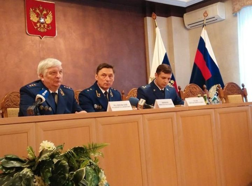 Владимир Малиновский - слева